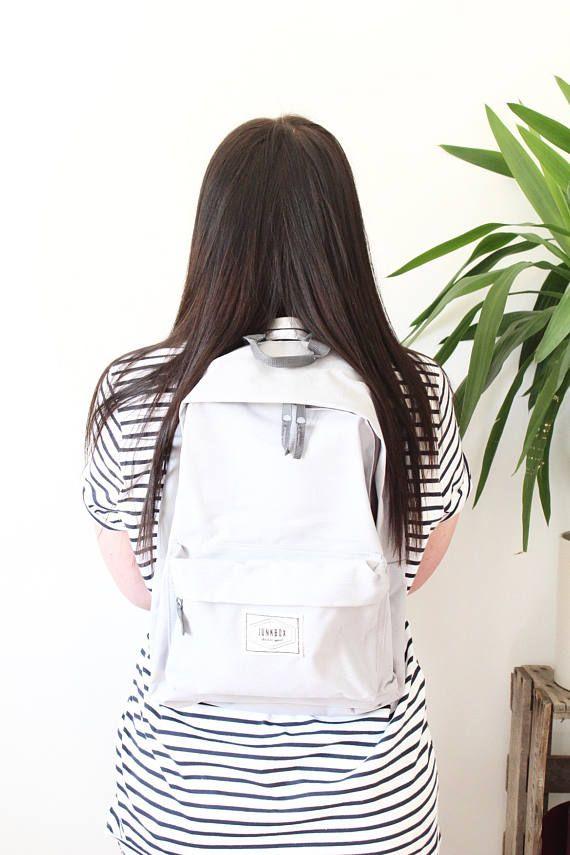 Junkbox Old School UNISEX everyday rucksack in Pale Grey
