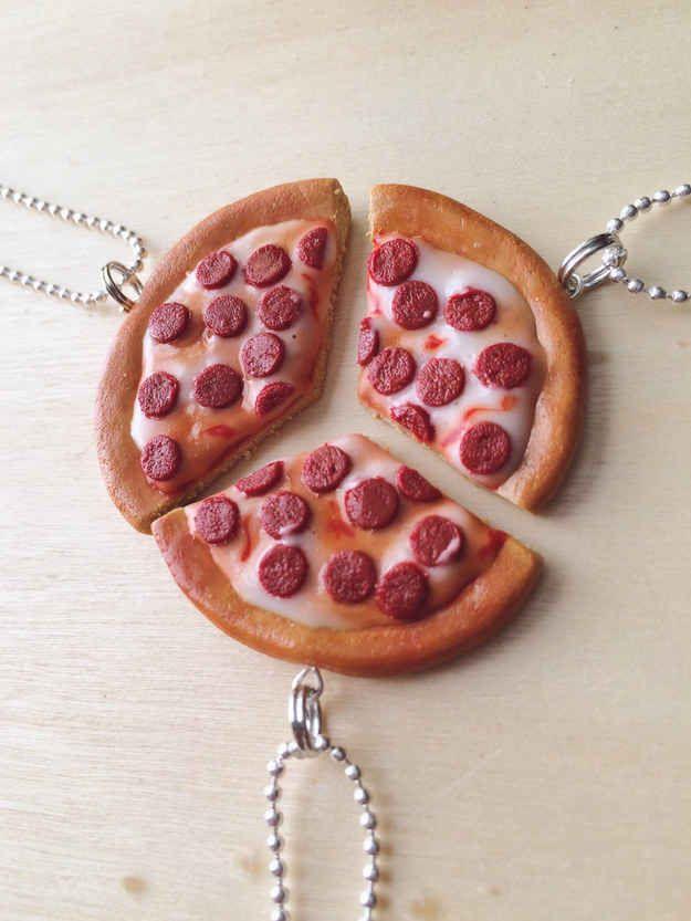 Collares en forma de pizza
