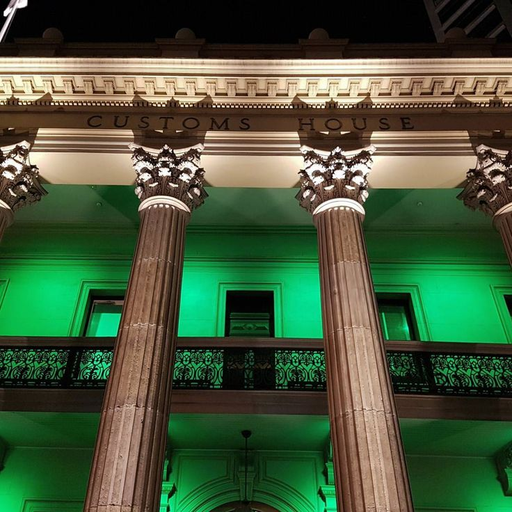 So THIS is where all that confiscated fruit goes... 😅😅 Customs House celebrating St Patrick's day.  #brisbane #brisvegas #stpatricksday #lighting #architecture #customshouse #travelforbusiness #travel