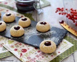 Biscotti alla marmellata e nocciole tirolesi: gli Ussari ricetta Dulcisss in forno by Leyla biscotti tirolesi biscotti tedeschi biscotti Alto Adige biscotti di Natale pasta frolla alle nocciole