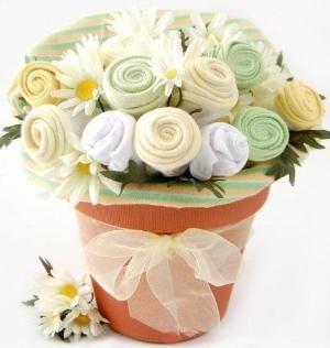 Onesie bouquet...great DIY baby shower gift! by amchism