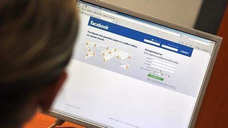Podvodníci líčí pasti na Facebooku aTwitteru, varovali bezpečnostníexperti