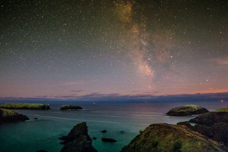 Belle-île et Belle Nuit. La Lune était à 67% Aiguilles de Port Coton - Bangor  à Belle-Île-en-Mer. #Astrotourisme #Astronomie (nouveau traitement Photo)