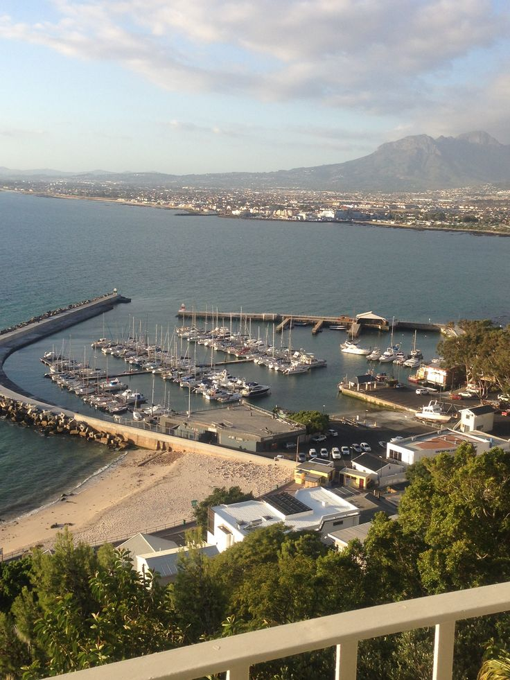 First visit to Gordon's Bay, beautiful views from Habourview Lodge...