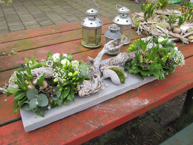 bloembollen op een steigerhouten plank