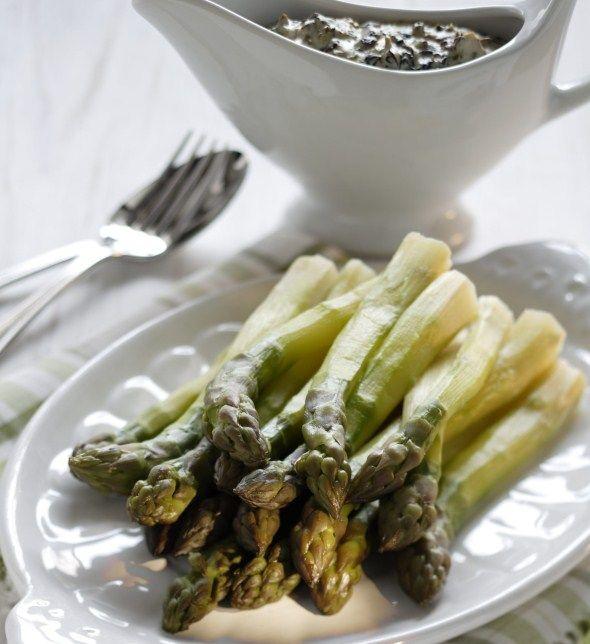 Asparagus with creamy lorchel sauce - Parsaa ja korvasienimuhennosta, resepti – Ruoka.fi