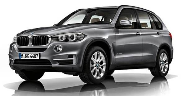 The 2015 BMW X5 still takes the lead among many midsize luxury crossovers. This car is manufactured to satisfy those who always crave premium driving