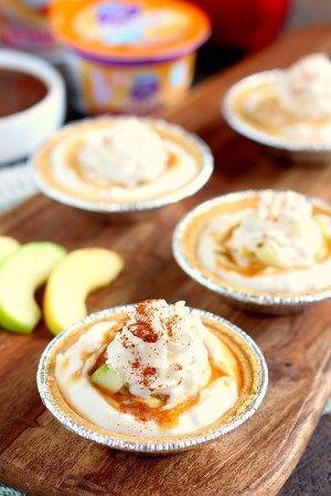Mit nur wenigen einfachen Zutaten kommen diese Mini-Karamell-Apfel-Joghurt-Torten …   – Bloggers' Best Baking Recipes