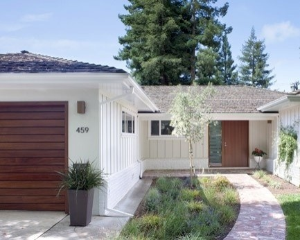 modern ranch house - not crazy about the white ext but I like the front door & garage door