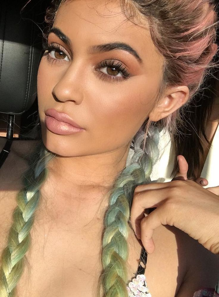 There's Something Weird Going On With Kylie Jenner's Lip