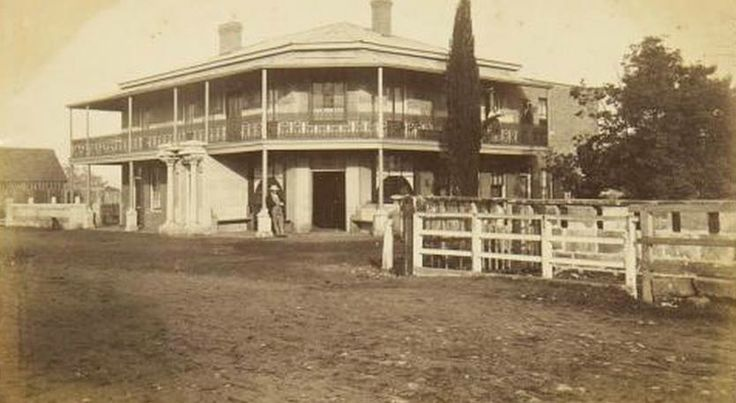 The Red Cow Inn, Station Street Penrith circa 1890.  [Powerhouse Museum collection]
