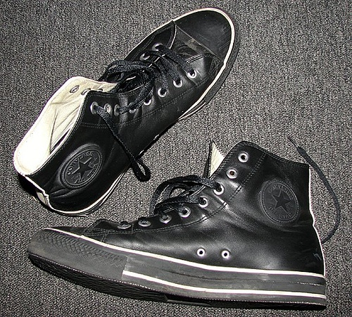 Black leather converse <3
