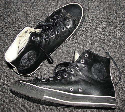 Black leather converse <3