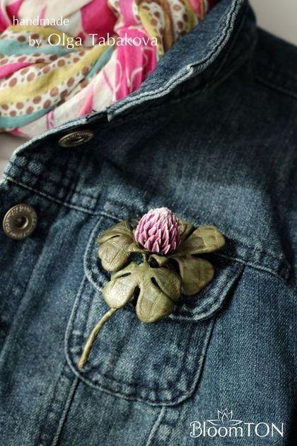 """Броши ручной работы. Ярмарка Мастеров - ручная работа Клевер из кожи. Брошь """"Удачный день"""" (розовый). Handmade."""
