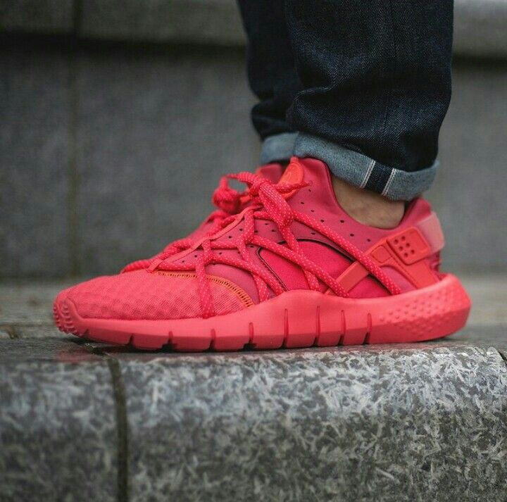super popular d75fd 17977 Red October Huaraches   kicksonfire   Nike shoes, Shoes sneakers, Sneakers