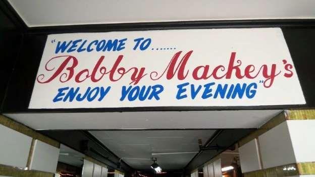 Um bar assombrado. Bob Mackey é o dono de um bar chamado World Music de Bobby Mackey em Kentucky. Antes de se tornar um bar, o edifício era um matadouro. Em 1896, uma jovem chamada Pearl Bryan foi decapitada perto do matadouro por Alonzo Walling e Scott Jackson. Embora seu corpo tenha sido encontrado, o paradeiro de sua cabeça permanece um mistério, apesar de aprofundadas investigações. Os dois homens foram condenados à morte. Antes de morrer, eles prometeram assombrar o local.
