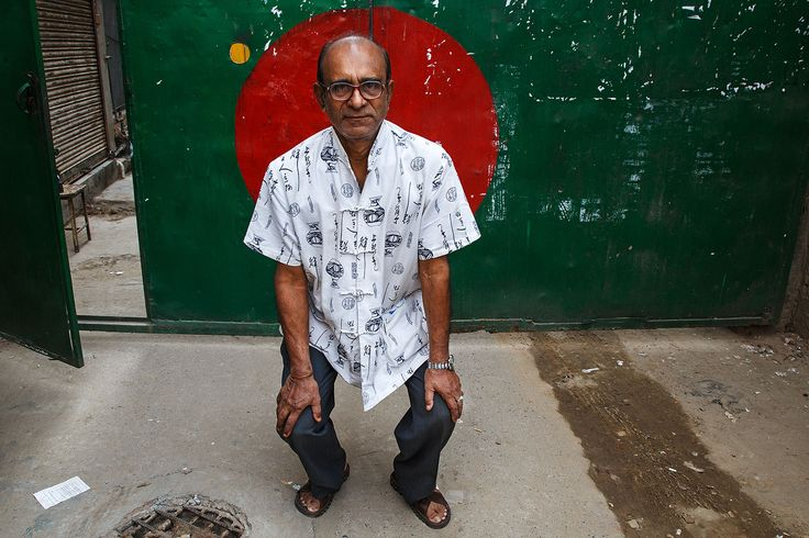 bangladesh_dhaka_city_person_portrait_man_flag_gate
