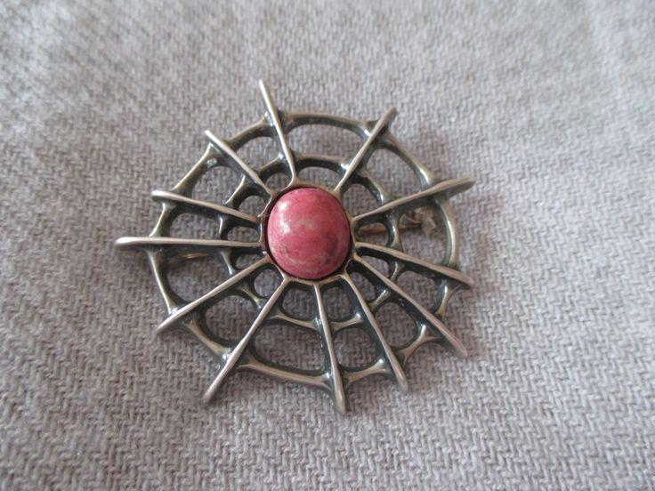 Thulite pin