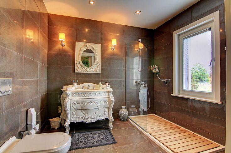 Villa for sale in Zekeriyaköy, Sariyer, İstanbul. For details & virtual tour: http://emlakgezen.com/ilan/istanbul-un-icinde-sehir-merkezine-20-dak-mesafede-yeni-malikane-tarzi-kupon-villa/sanal-tur
