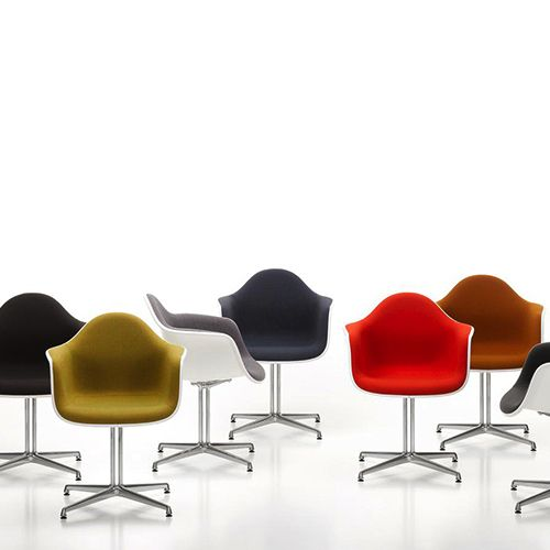 DAL stolen har et poleret aluminium firegrenet stel. Fås i 14 forskellige farver med mulighed for sædepolstring. Pynt virksomheden med designklassikere.#mødestol #mødestole #design #kontormøbler