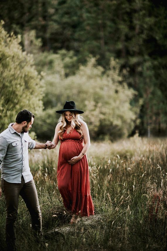 Moody bohemian maternity photos | Wedding & Party Ideas | 100 Layer Cake