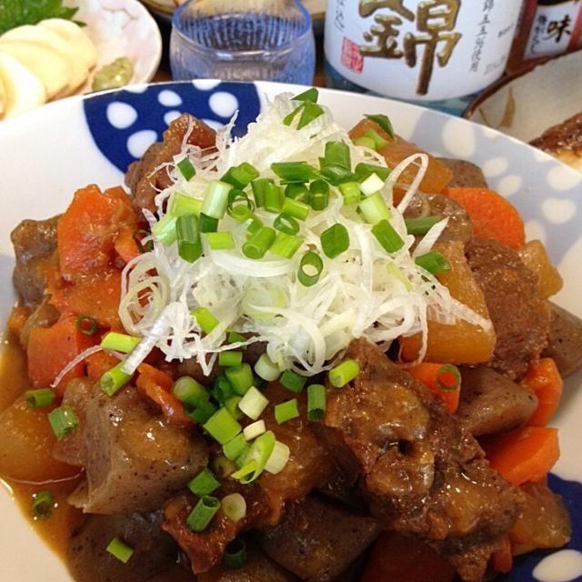 どて煮風のお味噌味。実は蒟蒻が!たまらなく美味しい〜♪♪白飯のお友達♪日本酒の親友wです☆ - 196件のもぐもぐ - 牛すね肉の煮込みです。少し甘めのこってりお味噌が、柔らかお肉や蒟蒻にとろりン〜しみしみ〜☆ by yumyumy1