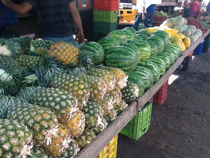 Friday farmer's market in Jaco, Costa Rica. www.rawtropicalliving.com