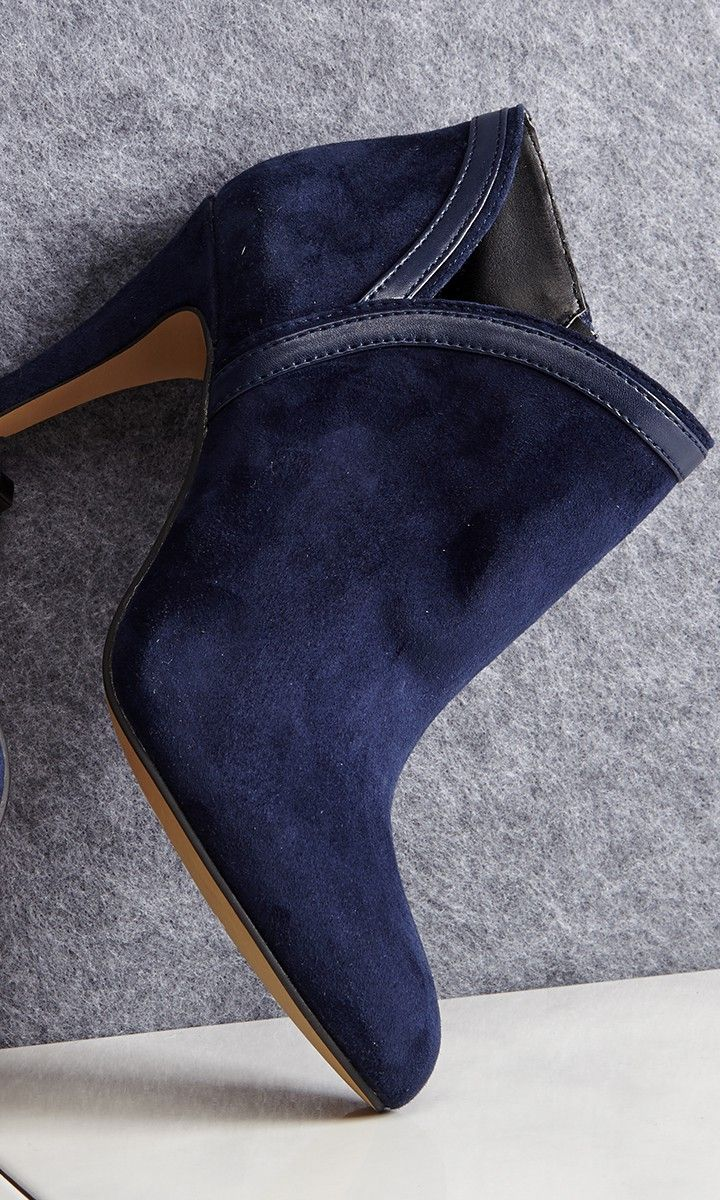 Suede bootie with faux leather piping