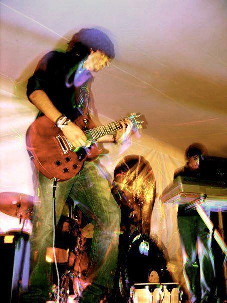 Perfil: Tocar guitarra y emprender nuevos proyectos musicales.