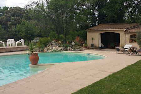 Vyhraj noc v Au pied du Mont Ventoux - Byty k pronájmu v Mormoiron na Airbnb!