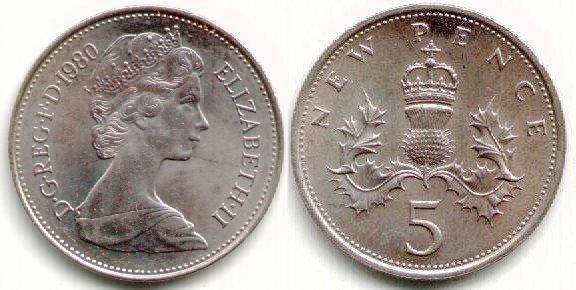 Libra esterlina (1970-em uso) (x) 5 novo pound/libra  O: efígie da rainha Elizabeth II (rainha desde 1952) em seu segundo retrato, usando a tiara das Garotas da Grã-Bretanha e Irlanda e seu nome/R: um cardo coroado, símbolo da Escócia, e o valor.