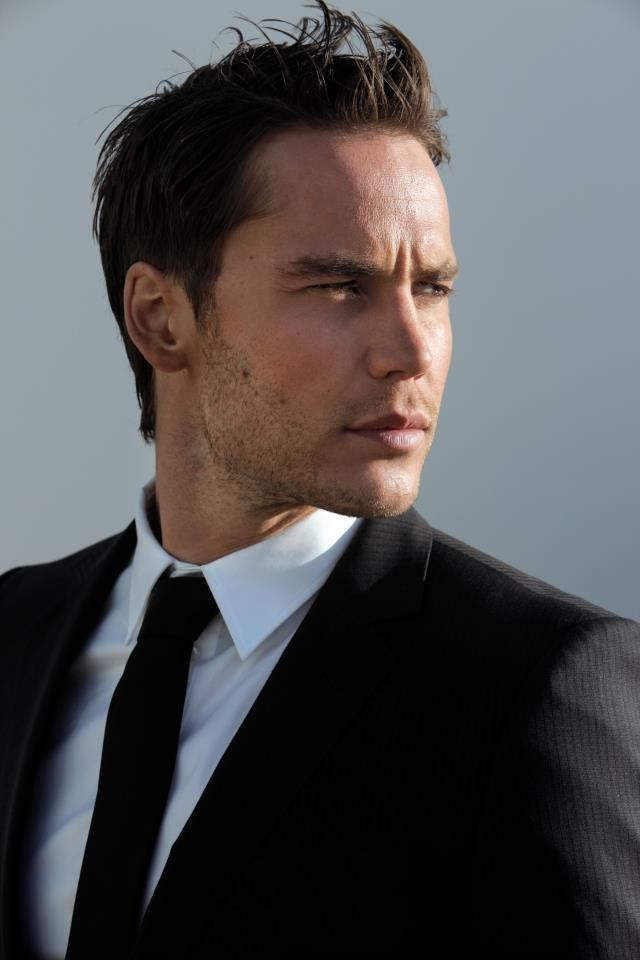 Taylor Kitsch.... my 1st pick for Christan grey!!