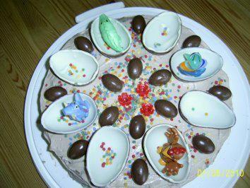 Das perfekte Kinderüberraschung Ü-Ei Torte-Rezept mit einfacher Schritt-für-Schritt-Anleitung: einen Tag vorher:  Die Füllung  Die Sahne unter…