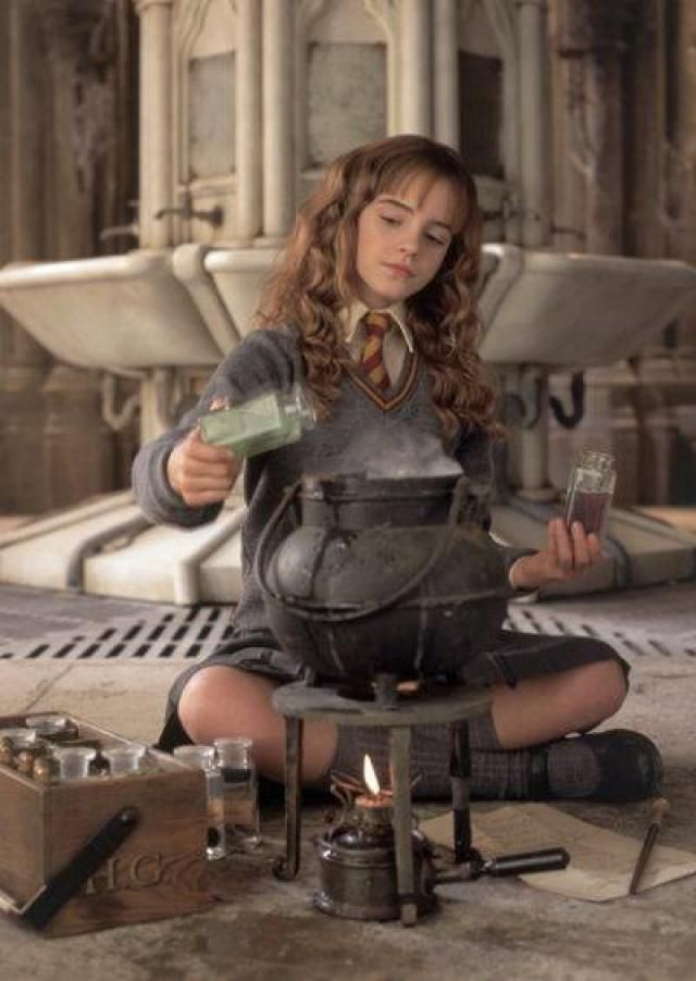 How-To Hermione Costume - Photos ©Warner Bros. Pictures. All Rights Reserved.