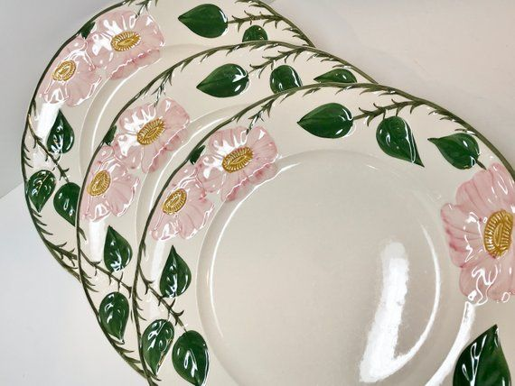 Villeroy And Boch Created Beautiful Tableware The Tradition Continued With These Dinner Plates In Their Wild Rose Pattern Villeroy Boch Floral Plates Plates