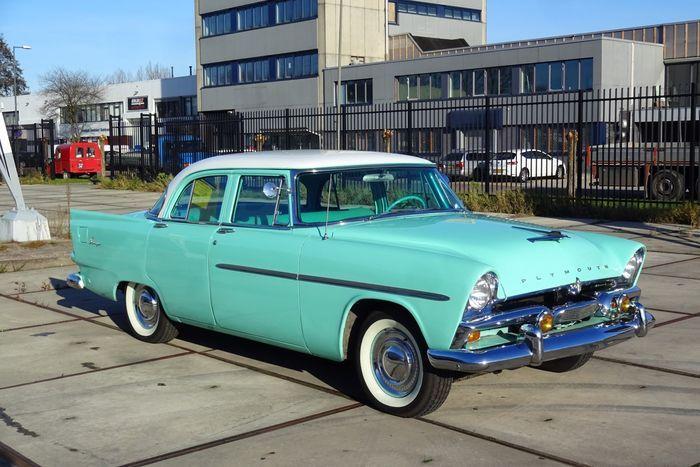 Fantastisk andre generasjon Plymouth Savoy. Eieren har tidligere erstattet / restaurert mye av denne bilen, men han har blitt for gammel til å kunne nyte bilen. Han har derfor besluttet å selge den.  Dette er en absolutt sjeldenhet på europeiske veier, ikke glipp av denne muligheten og bli den nye eieren av denne unike 'American classic'!  Bilen leveres med en nederlandsk lisens plate og en nederlandsk generell periodisk inspeksjon. Fordi bilen er mer enn 50 år gammel, er bilen f...