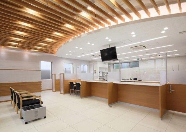 ロビー天井ルーバーに北山丸太を使用 2020 이미지 포함 인테리어 모던 건축 건축