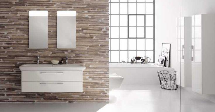Minimalistyczna i przestronna jasna łazienka