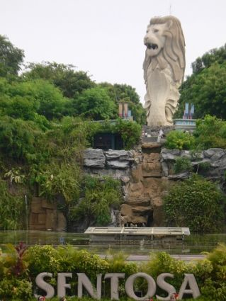 Singapore - Beautiful Sentosa Island and the famous Merlion