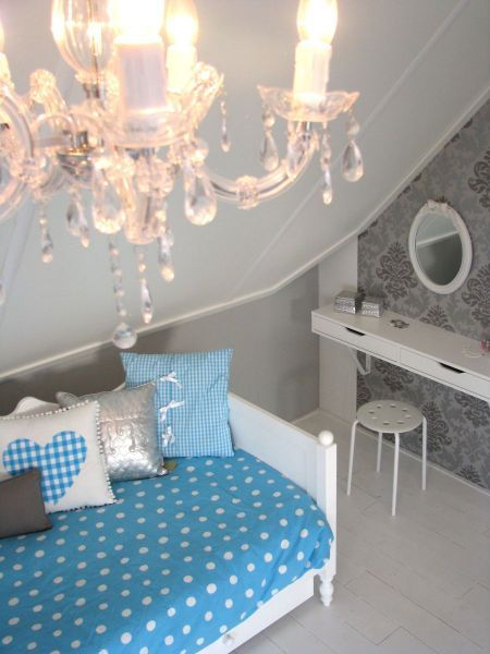 Floors zolderkamer 12. Chandelier, daybed and grey/silver with blue looks amazing in this loft bedroom for young ladies