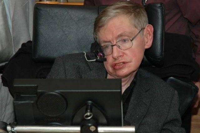 Ο Stephen Hawking μιλάει για την τεχνητή νοημοσύνη.