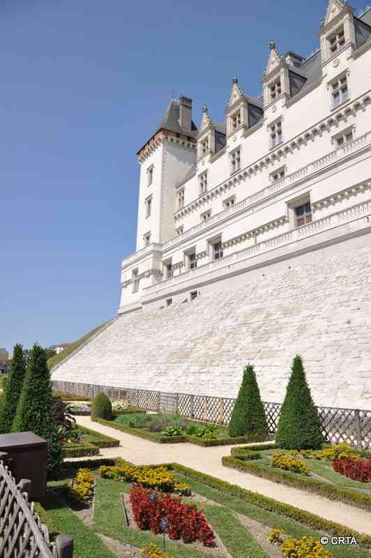 17 best images about castles in france ii chateaux de. Black Bedroom Furniture Sets. Home Design Ideas