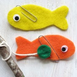 Super cute and easy to make fishing game for kids using felt and magnets.