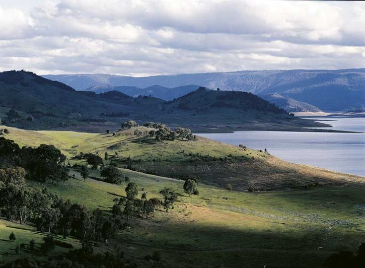 Visit Tumut. Tumut Region is picturesque in every season.  Crisp, cold mountain air in winter, lush and green in spring, cool, clean waterways in summer and of course the blaze of colour in autumn.