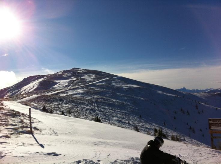 Sonnenskilauf auf der Südseite der Alpen