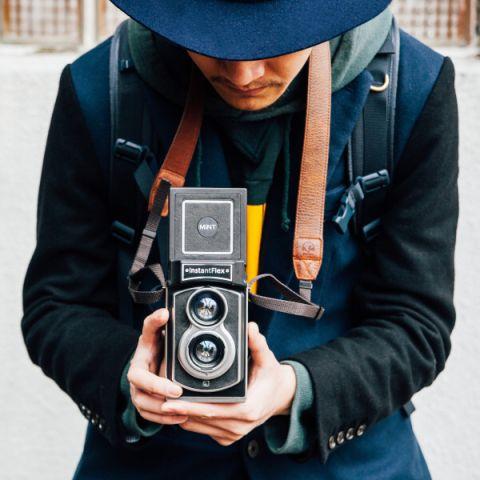 ビーハーフは、香港MiNTブランドの二眼レフインスタントカメラ「InstantFlex TL70」を12月15日に発売した。価格は税別4万9,800円。