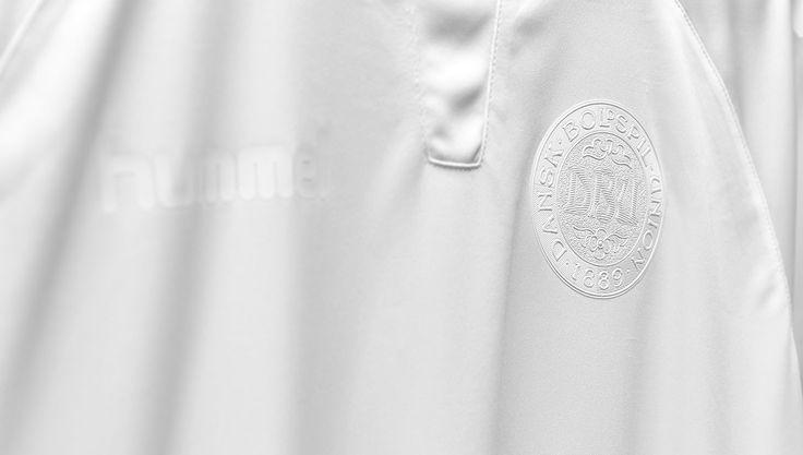 Hummel Release Special Edition All White Denmark Kit