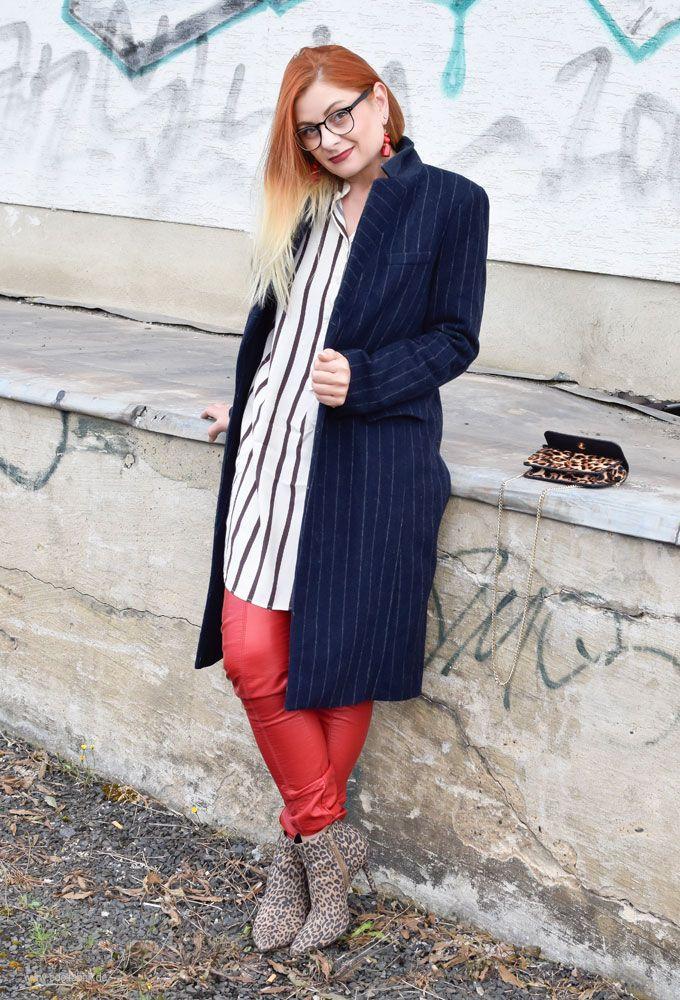 Rote Lederhose, Nadelstreifen Mantel, Leopardem Stiefel. Tipps, so stylst Du Rot richtig, Herbsttrend Rot, Rot Trendfarbe,