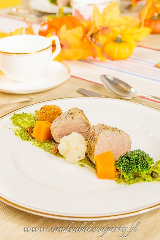 Sandra bakes a party! Marinated pork tenderloin with pumpkin and mushrooms, served with pumpkin seed pesto and mashed pumpkin-potato balls.