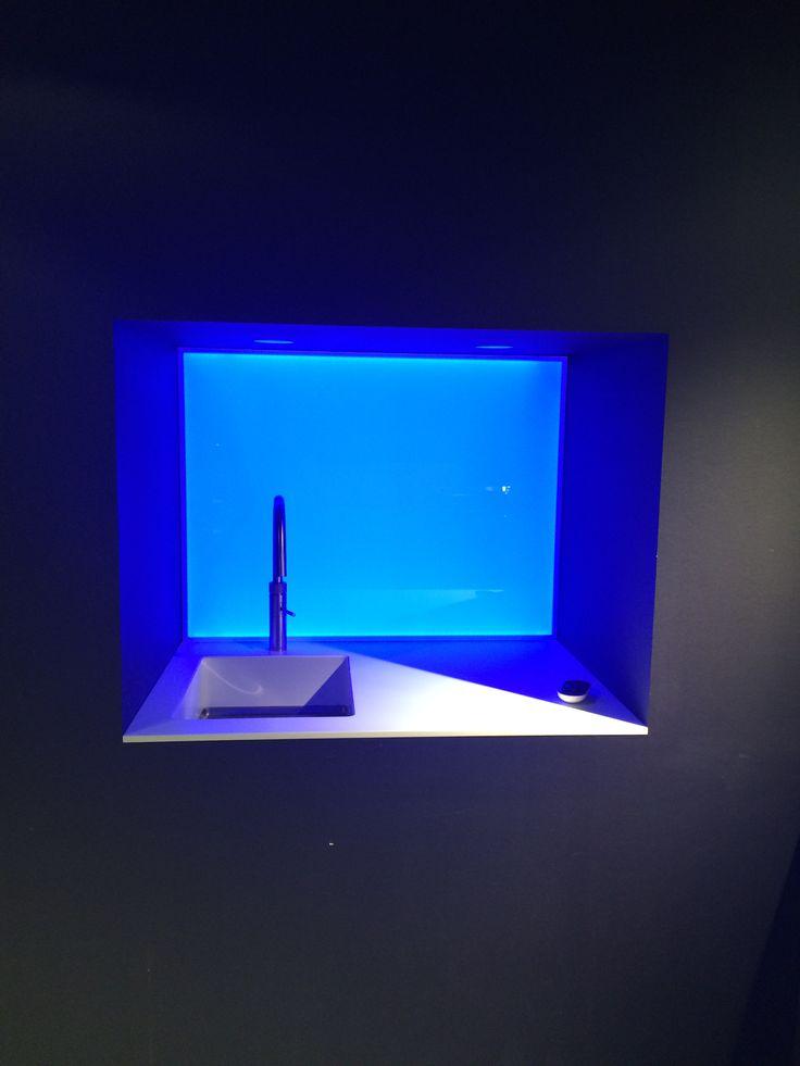 Keukenglas met LED verlichting bij ASWA keukens Helmond #LED #ledverlichting #spatwand #achterwand #keukenglas #keukeninspiratie #kitcheinspiration #design